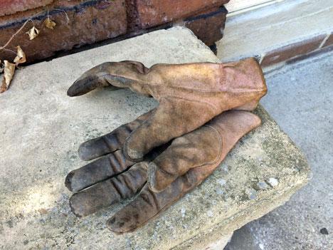 gloves08_27