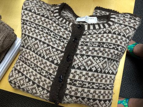 mondayHKsweater08_06