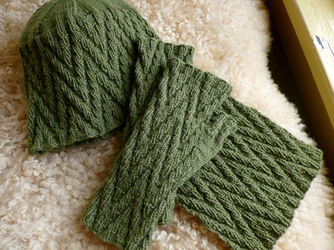 Zigzag Knitting Pattern Scarf : zig zag mitts, hat, and scarf
